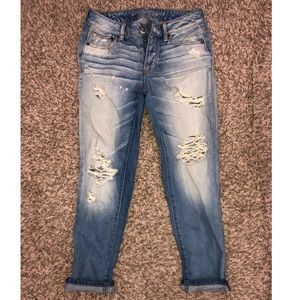 AMERICAN EAGLE BOY CROP JEANS